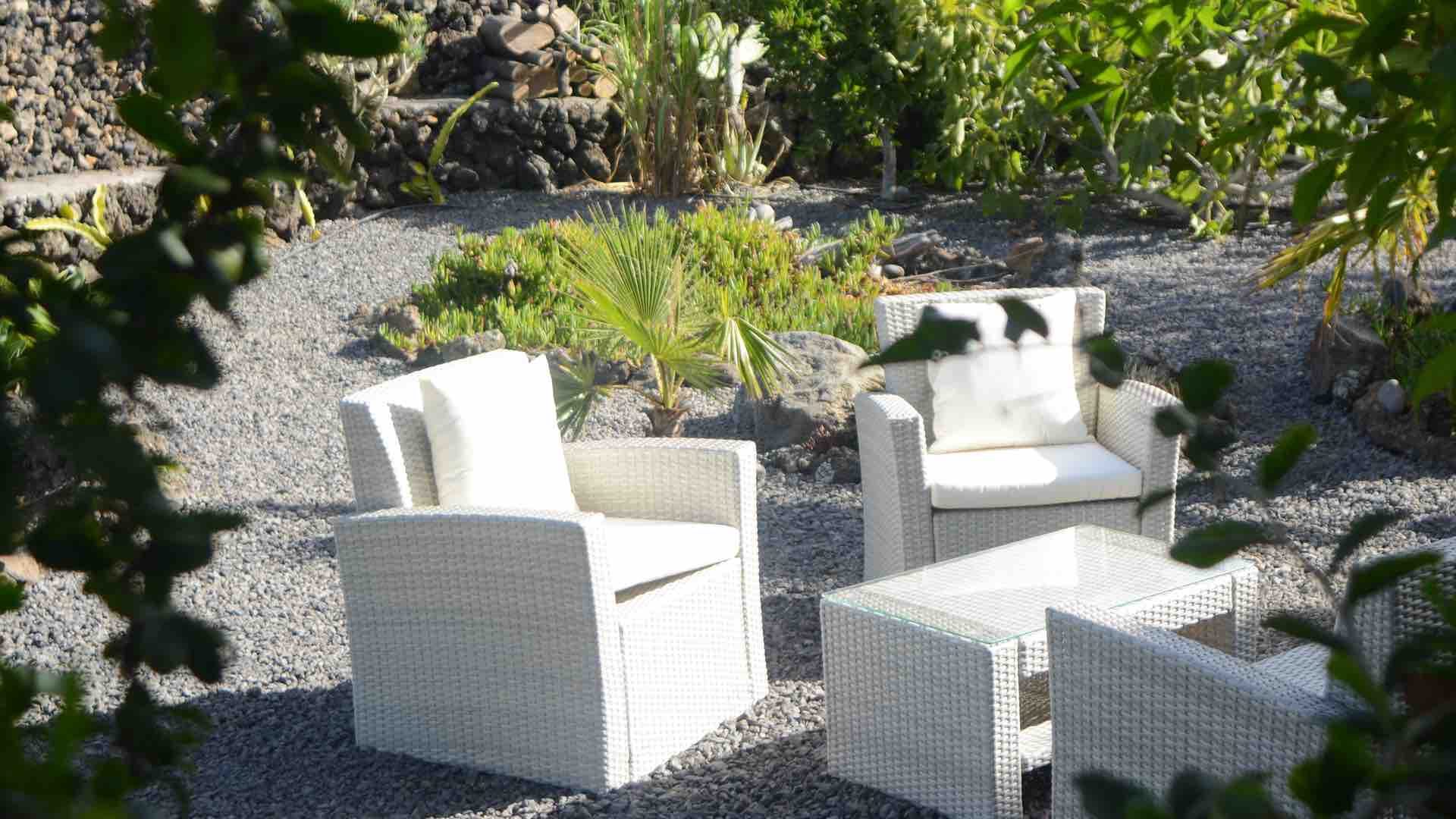 Tuin Terras Stoelen.Holiday Home Finca Paraiso Abajo On La Palma Is Located Quietly In A